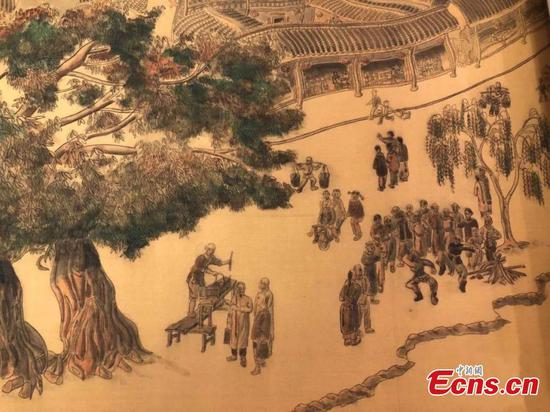 Elderly man creates super-long silk scroll painting
